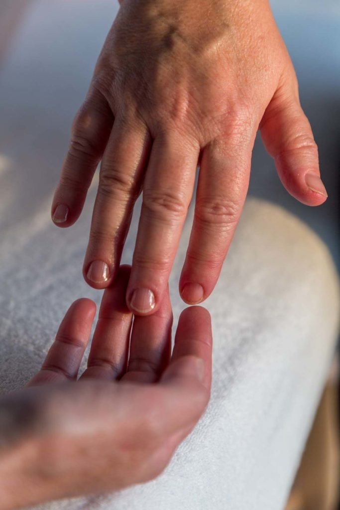 Effleurage mains